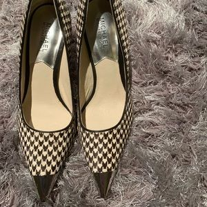 Michael Kors brand new houndstooth pumps